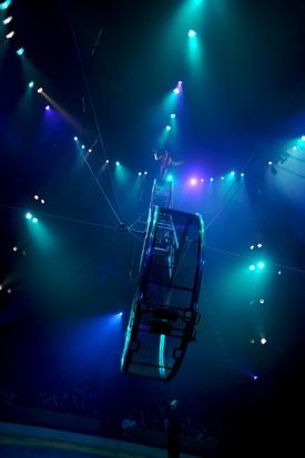 http:  taishimizu.com pictures D700 Big Apple Circus nikon d700 24mm f2 ai spinning device thumb.jpg