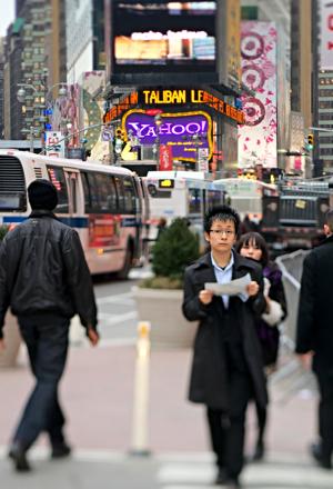 http:  taishimizu.com pictures Nikon 85mm f 2 8 pc tilt shift impressions 85mm f2 8 pc tilt shift times square thumb.jpg