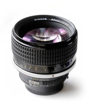 http:  taishimizu.com pictures Nikon nikkor 85mm f1 4 ais review nikon nikkor 85mm f1 4 ais thumb.jpg