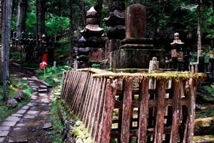 http:  taishimizu.com pictures nikon nikkor 24mm f2 ais review nikon 24mm f2 ais mount koya graveyard fence thumb.jpg
