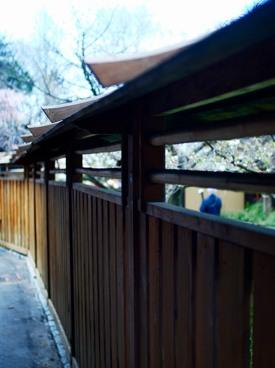 http:  taishimizu.com pictures nikon nikkor 35mm f2 ais review fence thumb.jpg