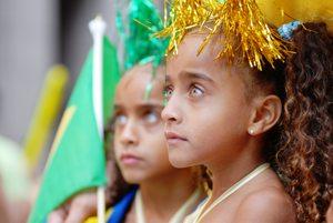 http:  taishimizu.com pictures nikon nikkor 80 200mm AF f2 8D ED brazil day girls thumb.jpg