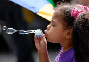 http:  taishimizu.com pictures nikon nikkor 80 200mm AF f2 8D ED bubbles thumb.jpg