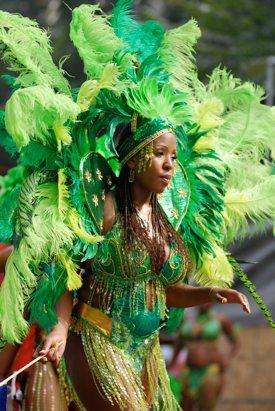 http:  taishimizu.com pictures nikon nikkor 80 200mm AF f2 8D ED carnival 2 thumb.jpg