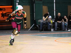 http:  taishimizu.com pictures roller derby roller derby 2 thumb.jpg