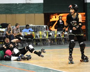 http:  taishimizu.com pictures roller derby roller derby 8 thumb.jpg